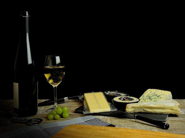 本日新しいチーズが入荷いたします