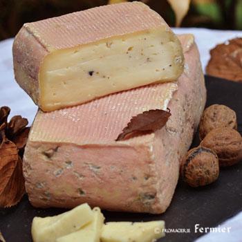 【今月のチーズ】ヴァルタレッジョ タルトゥーフォ TARTU' PREGIATO AL TARTUFO NERO