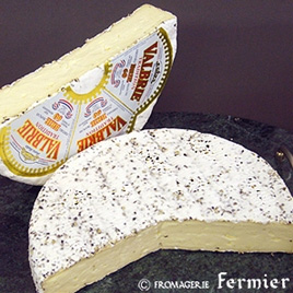 【今月のチーズ】プティ ブリ ポワブル PETIT BRIE POIVRE