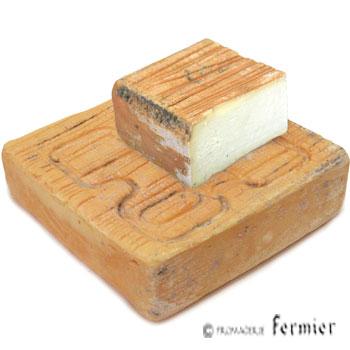 【今月のチーズ】クアルティローロ ロンバルド スタジオナート QUARTIROLO LOMBARDO STAGIONATO