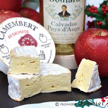 【今月のチーズ】カマンベール オ カルヴァドス CAMEMBERT AUX CALVADOS