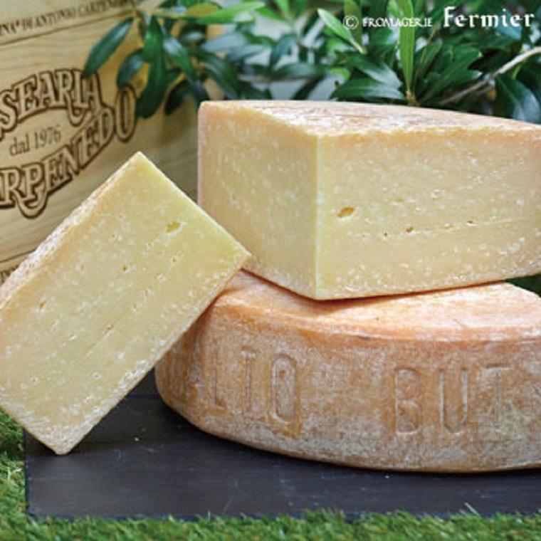 【今月のチーズ】カルニア アルトブット ストラヴェッキオ CARNIA ALTOBUT STRAVECCHIO