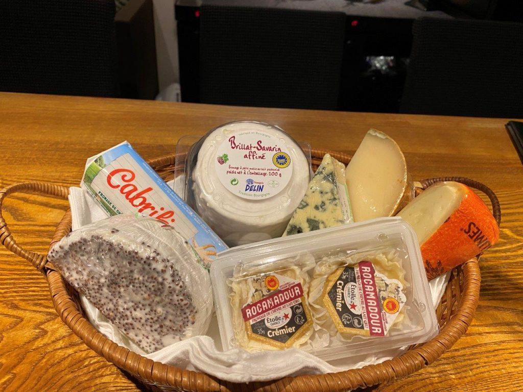 チーズが多数入荷しております
